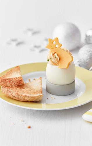 Plněná vejce se sýrovou kometou