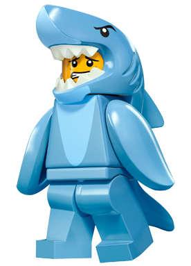 Chlapík v kostýmu žraloka
